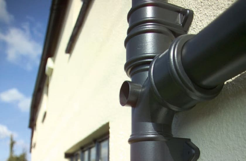 what is a soil pipe? picture of black soil pipe against house