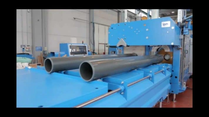 picture of machine manufacturing plastic lengths